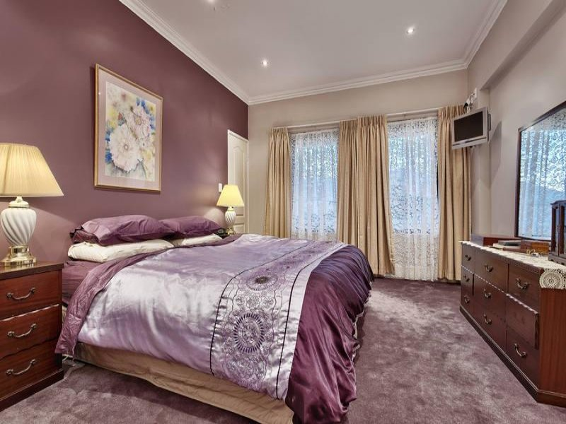 romantic bedroom design idea with carpet sash windows using beige