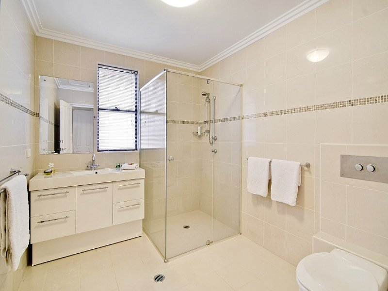 bathroom design with built in shelving using tiles bathroom