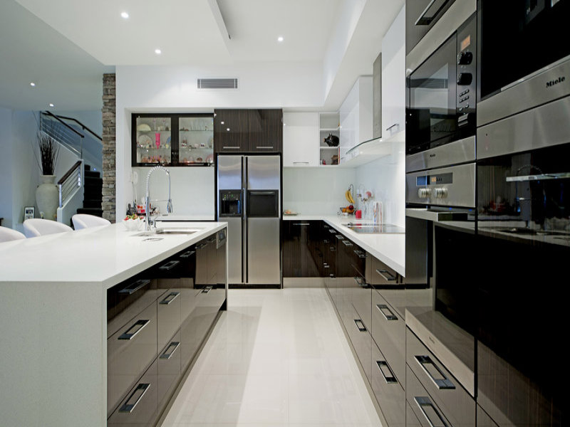 Modern u shaped kitchen design using stainless steel for Modern u shaped kitchen designs