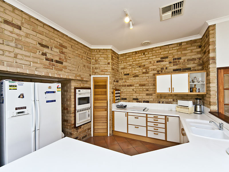 Classic u shaped kitchen design using exposed brick for Kitchen bricks design