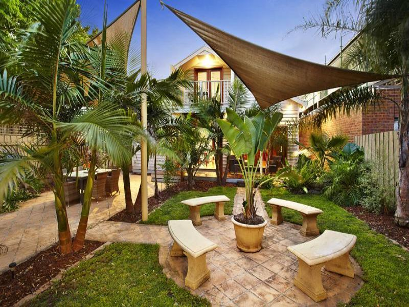 Tropical garden design using pavers with outdoor dining & shade sail - Gardens photo 321205