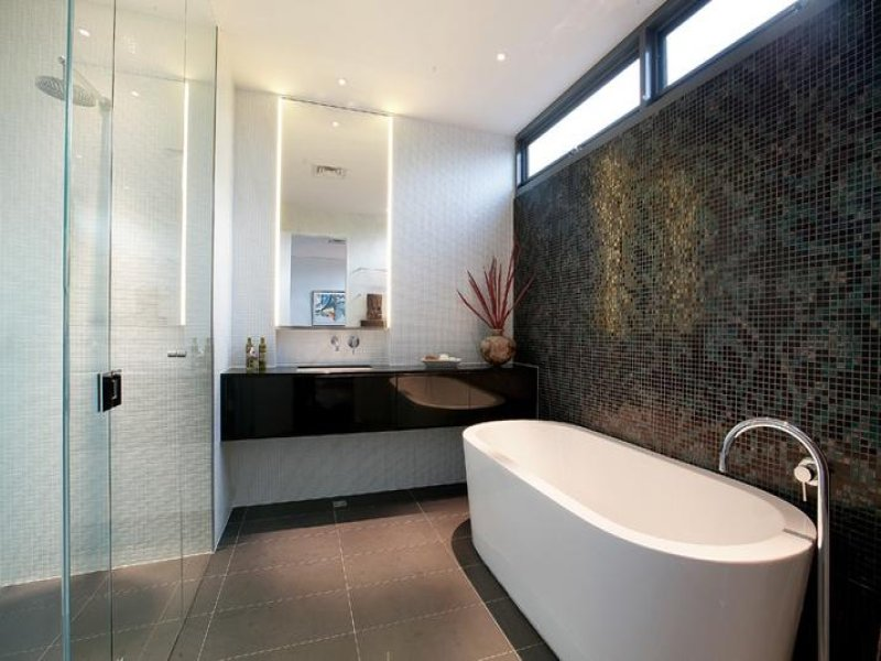 Glass in a bathroom design from an australian home for Australian small bathroom design