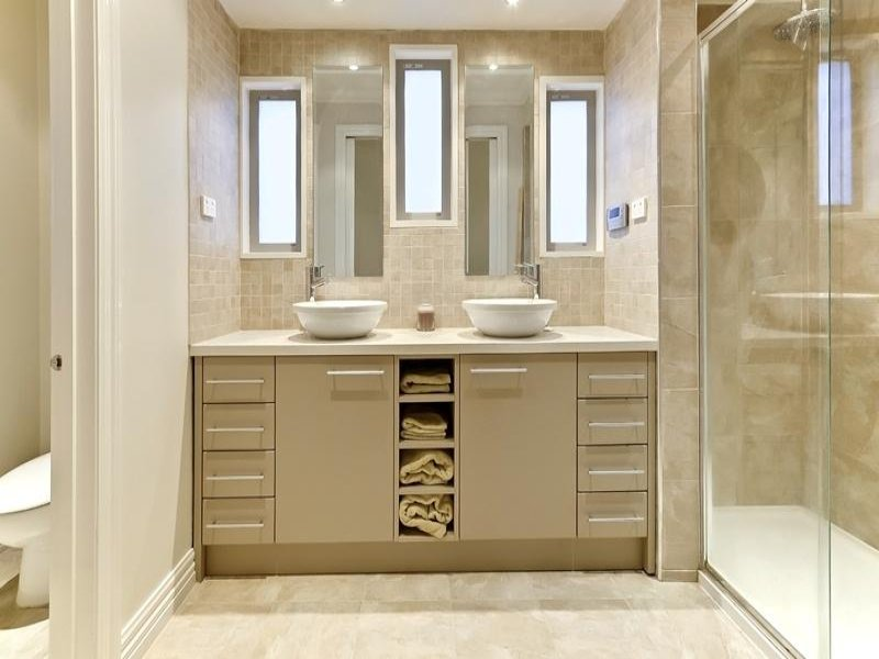 Classic bathroom design with twin basins using ceramic for Classic bathroom design