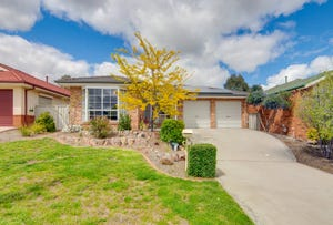 4 Thomas Royal Gardens, Queanbeyan East, NSW 2620