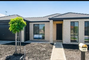 45 Oakwood Crescent, Waurn Ponds, Vic 3216