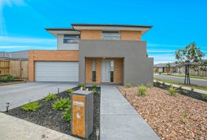 32 Pyrenees Road, Clyde North, Vic 3978