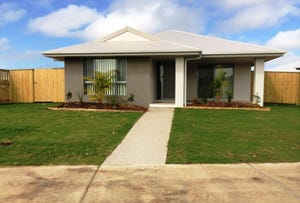 16 Henley Close, Blacks Beach, Qld 4740