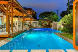 15 Seventh Avenue, St Lucia, Qld 4067