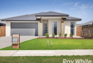 8 Naas Road, Clyde North, Vic 3978
