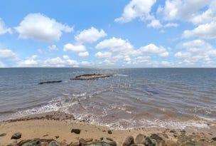 52 Guyundah Esplanade, Woody Point, Qld 4019