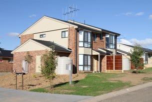 11 & 12/11 Julian Place, Yass, NSW 2582