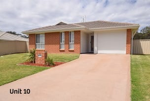 10 & 10A Candlebark Close, West Nowra, NSW 2541