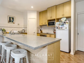 21 Faversham Avenue, Lake Gardens, Vic 3355