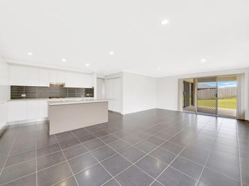 27 BOONDEREE PLACE, New Auckland, Qld 4680