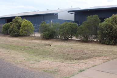 2/0 Campbellford Drive Emerald QLD 4720 - Image 4
