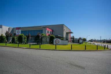 60 Tacoma Circuit Canning Vale WA 6155 - Image 2