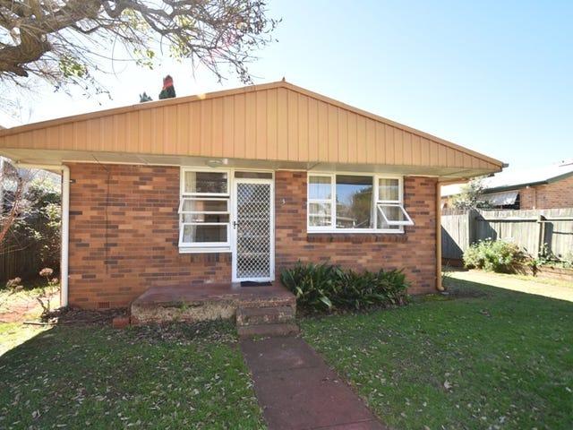 3/4A Burns Street, East Toowoomba, Qld 4350