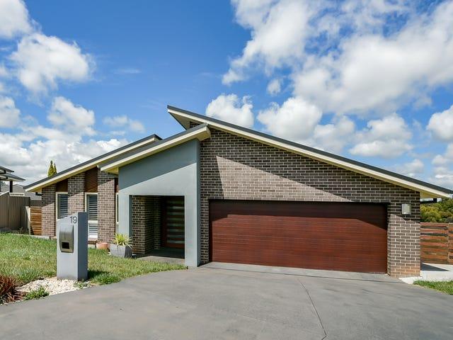 19 Bert Whiteley Place, Orange, NSW 2800