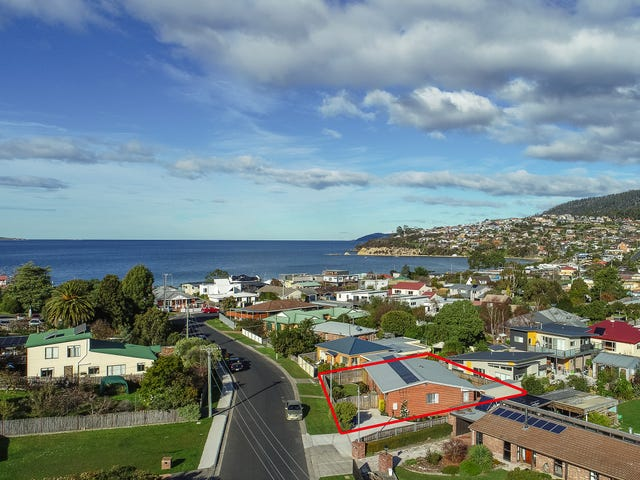 1/16 Wells Pde, Blackmans Bay, Tas 7052