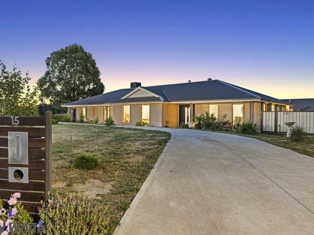 15 Francis Close, Romsey, Vic 3434