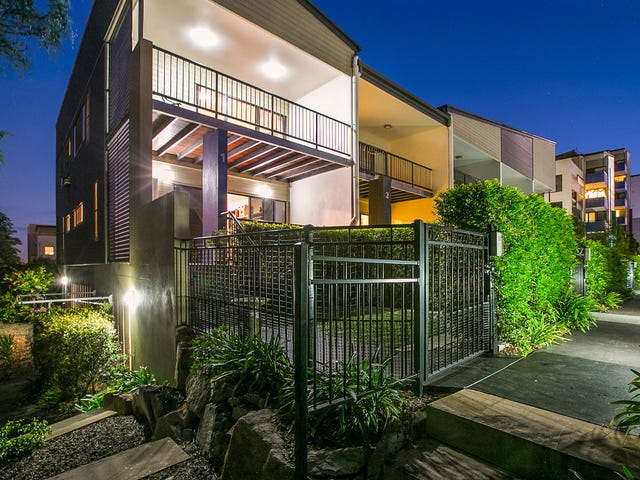 1/2180 Logan Road, Upper Mount Gravatt, Qld 4122