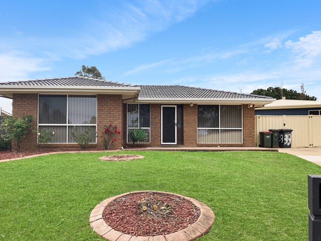 33 Sebastian Avenue, Rosemeadow, NSW 2560