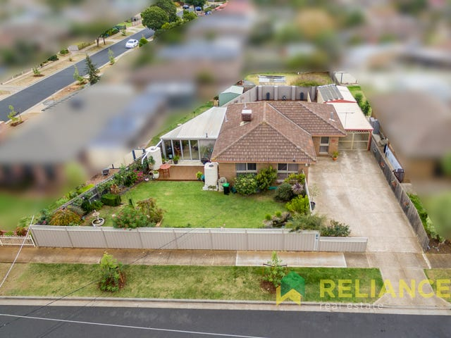 20 Bridgeford Crescent, Melton South, Vic 3338