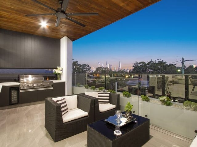 13 Deauville Drive, Southport, Qld 4215
