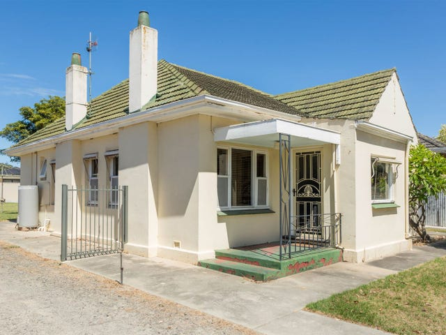 18 Churchill Road, Victor Harbor, SA 5211
