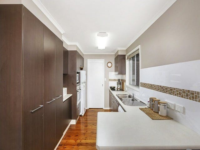 8 Colin Street, Berkeley Vale, NSW 2261