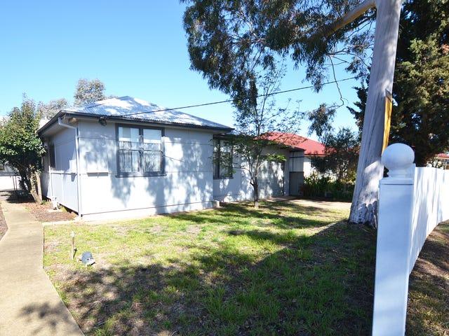 8 Monash Crescent, Mount Austin, NSW 2650