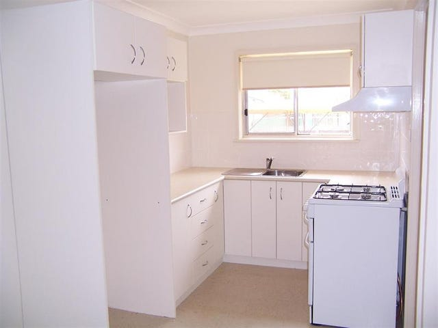 3/52 Raye St, Tolland, NSW 2650