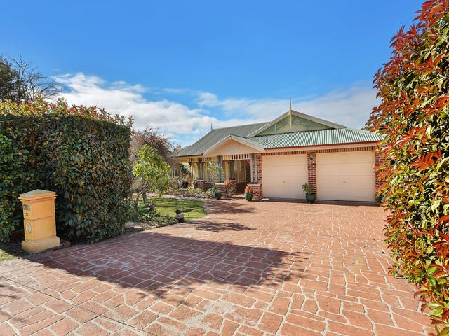242  Blaxland Rd, Wentworth Falls, NSW 2782