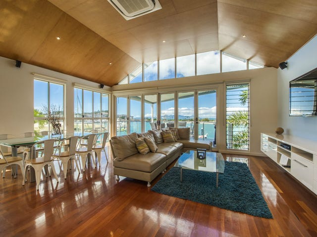 2/6 Terrace Place 'Water's Edge', Nelly Bay, Qld 4819