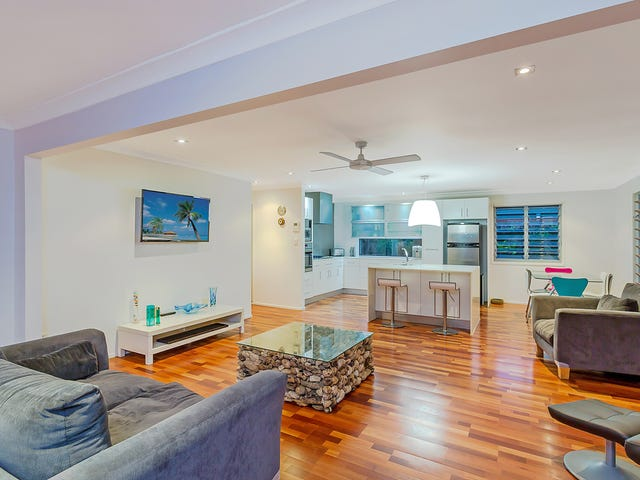 208 Tallebudgera Drive, Palm Beach, Qld 4221