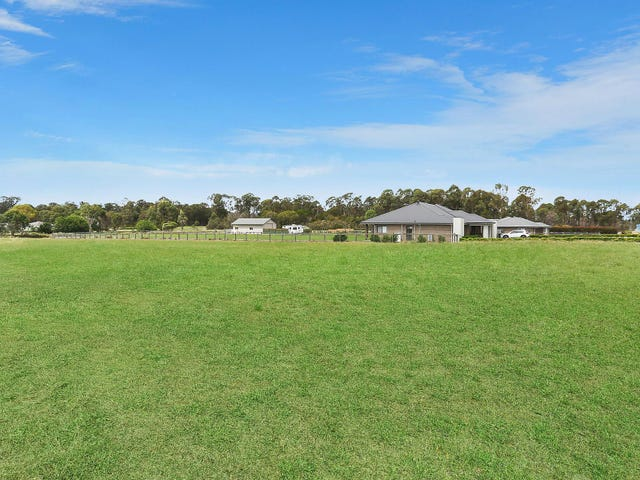 49 Twin Creeks Drive, Luddenham, NSW 2745