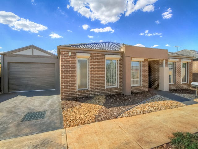 16  Forde Ave, Melton South, Vic 3338