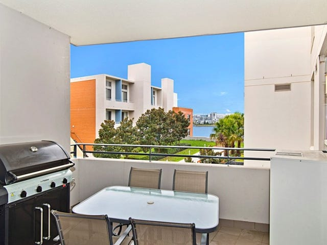 4** / 4 The Crescent, Wentworth Point, NSW 2127