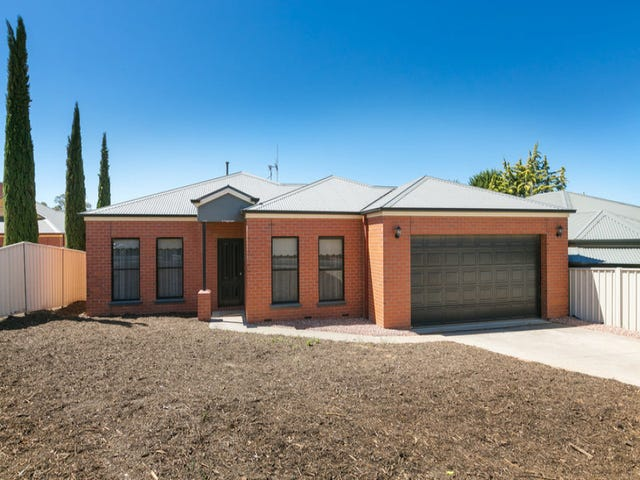 1/7 Bottlebrush Court,, Strathdale, Vic 3550