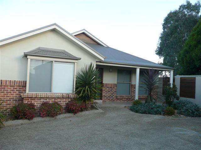 2/11 Warrigal Place, Orange, NSW 2800