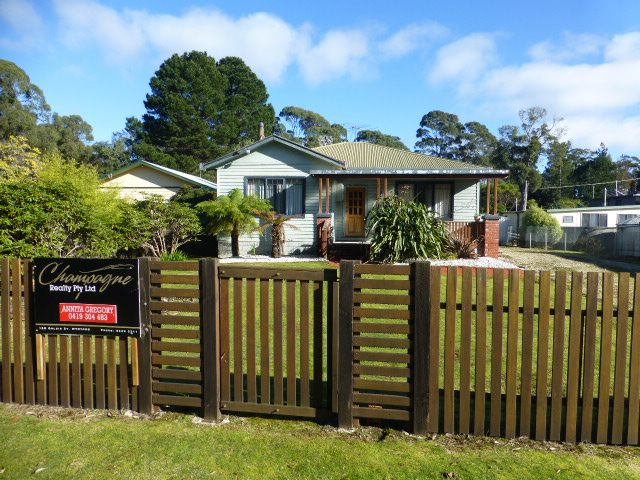 2 Honeysuckle Avenue, Sisters Beach, Tas 7321