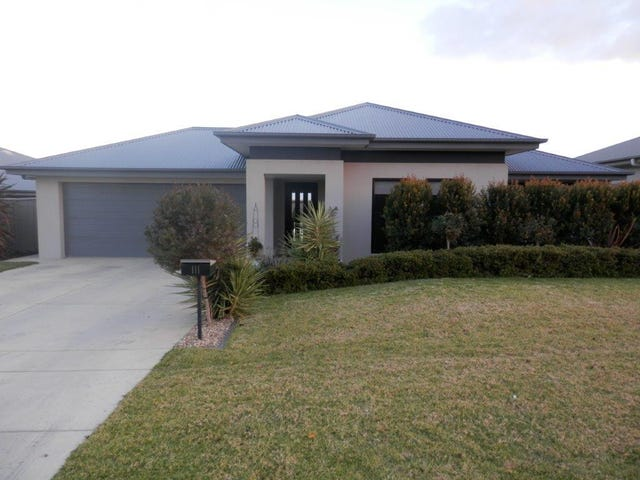 111 Strickland  Drive, Boorooma, NSW 2650