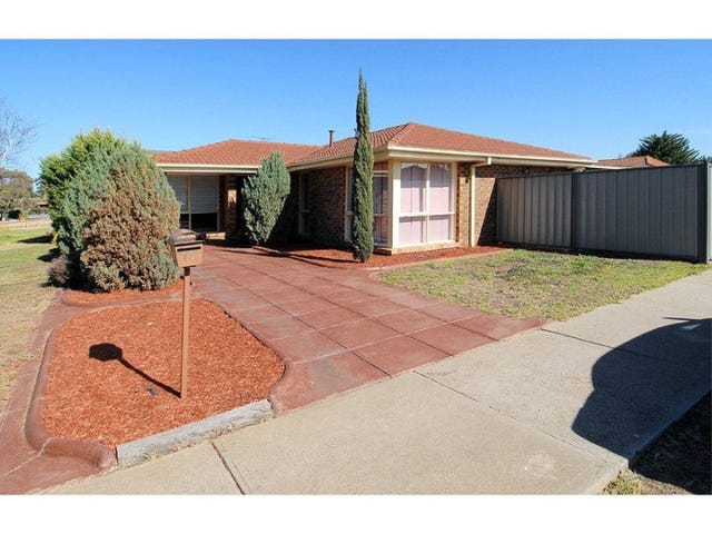 11 Angourie Crescent, Taylors Lakes, Vic 3038