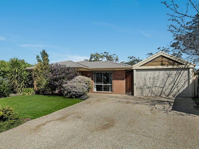 18 Loganberry Close, Cranbourne North, Vic 3977