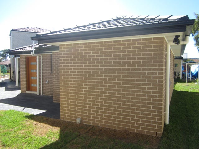 5a  Mulgara Place, Bossley Park, NSW 2176