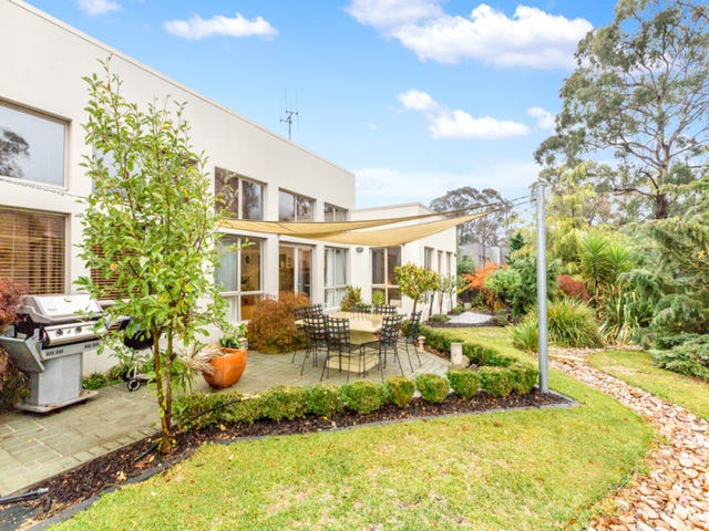 196 Halloran Drive, Jerrabomberra, NSW 2619