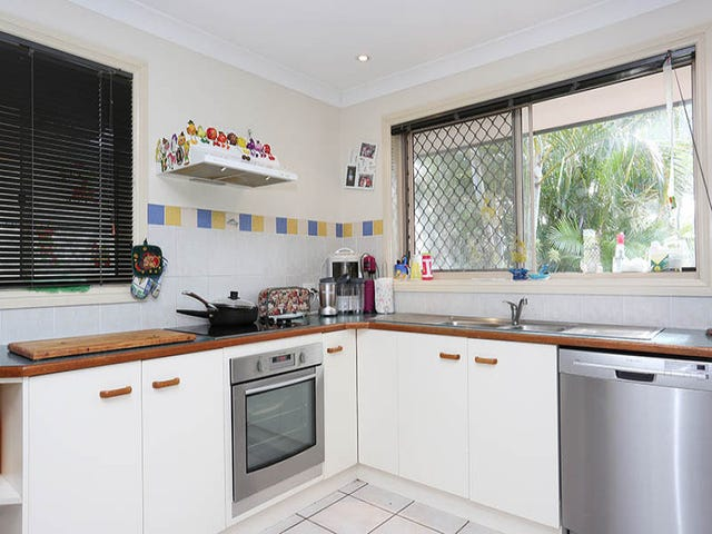 4-6 Day Place, Sandstone Point, Qld 4511