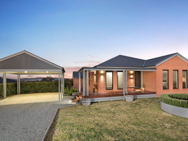 16 Shaw Drive, Romsey, Vic 3434