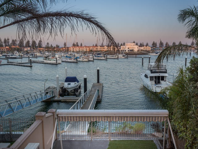 17A Gulf Point Drive, North Haven, SA 5018