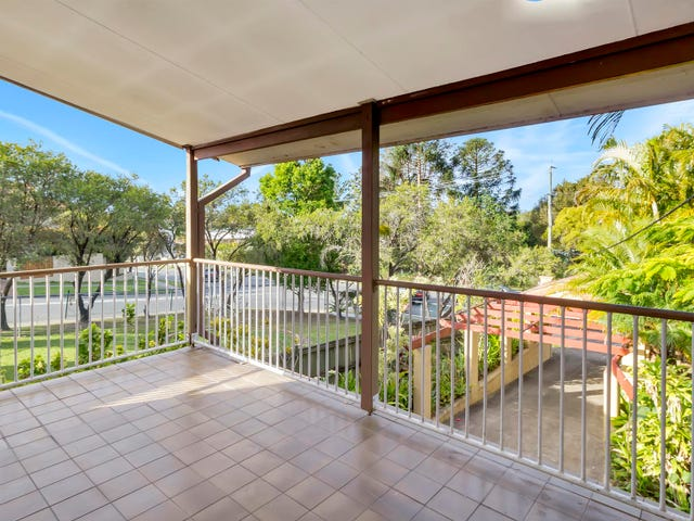 23 Government Road, Labrador, Qld 4215